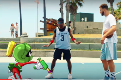 Blake Griffin vs Marvin the Martian in a dunk contest!