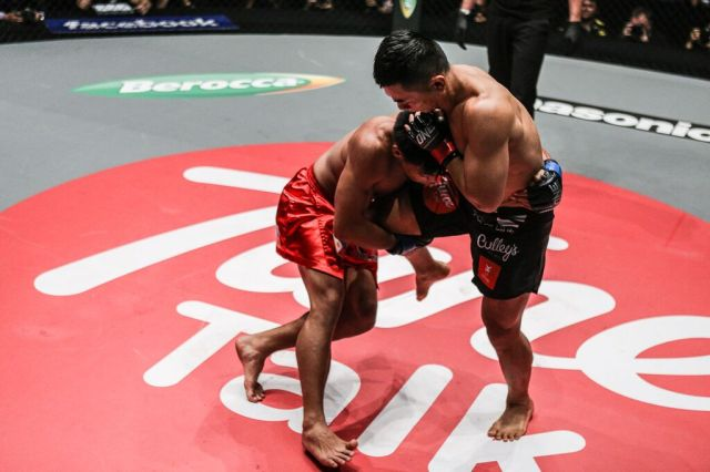 TING EMERGED VICTORIOUS BY SUBMITTING HONORIO BANARIO, PHOTOS
