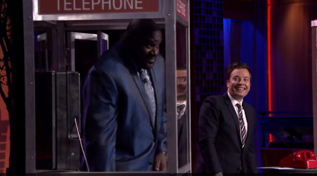 Shaquille O' Neal plays phone boot game with Hugh Jackman