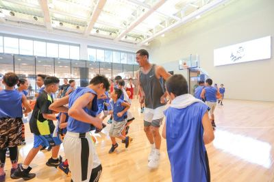 Jordan Clarkson Visited Less Fortunate Kids and other places in Manila
