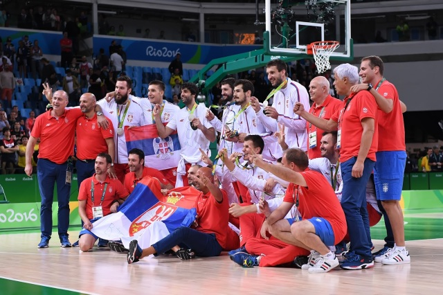 Spain held off Australia, 89-88,