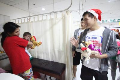 Jr. NBA Philippines All-Stars cheer up kids at Philippine Heart Center