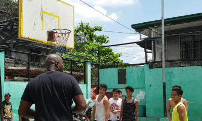 Glen Rice Surprised Kids Playing Basketball on the Street - Requested a dunk?!