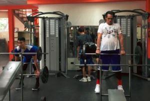 JunMar Fajardo lifting weights